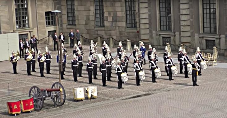 To Celebrate The King's 70th Birthday, The Swedish Army Band Played This Classic '70s Tune!