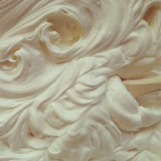 Simple Whipped-Chantilly Cream Recipe - 1 cup heavy cream, 2 tbsp of powdered sugar, 1/2 teaspoon of vanilla extract..... So easy and yummy!!!