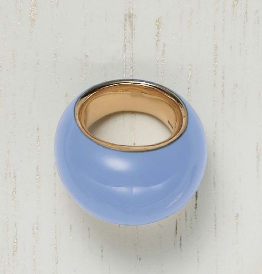 PHILLIPS : NY060110, Vhernier, A Chalcedony and Gold Ring