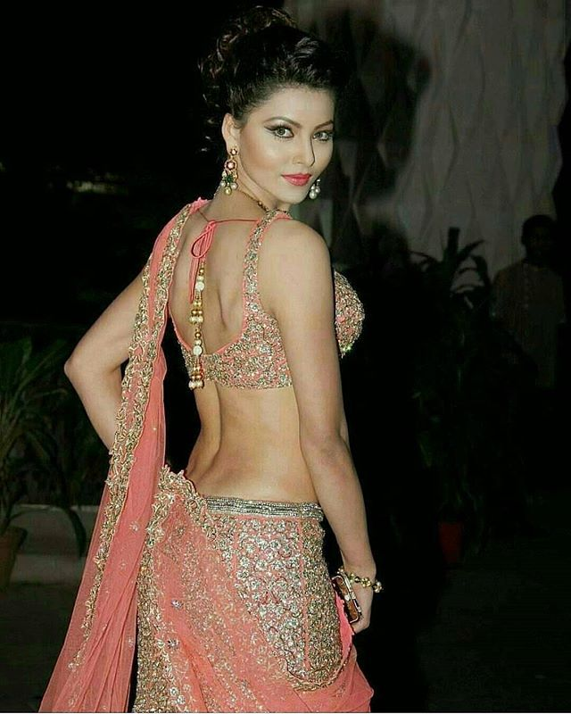 #BodyGoals. Urvashi Rautela giving us major inspiration this Diwali festive season . Follow @BollywoodStyle for more. ❤❤❤