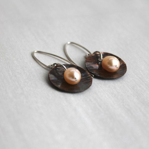 Hammered Copper Blush Pearl Dangle Earrings ($30) ❤ liked on Polyvore featuring jewelry, earrings, wire wrapped earrings, pink earrings, long dangle earrings, pearl earrings and copper earrings