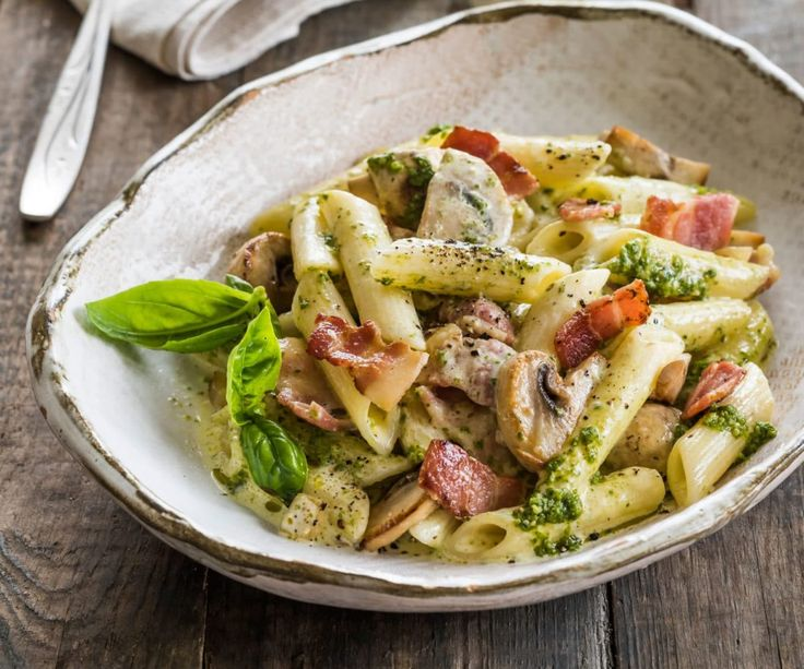 Pesto pasta is one of those things that I crave, especially with crispy bacon and mushrooms like in this recipe, delicious!