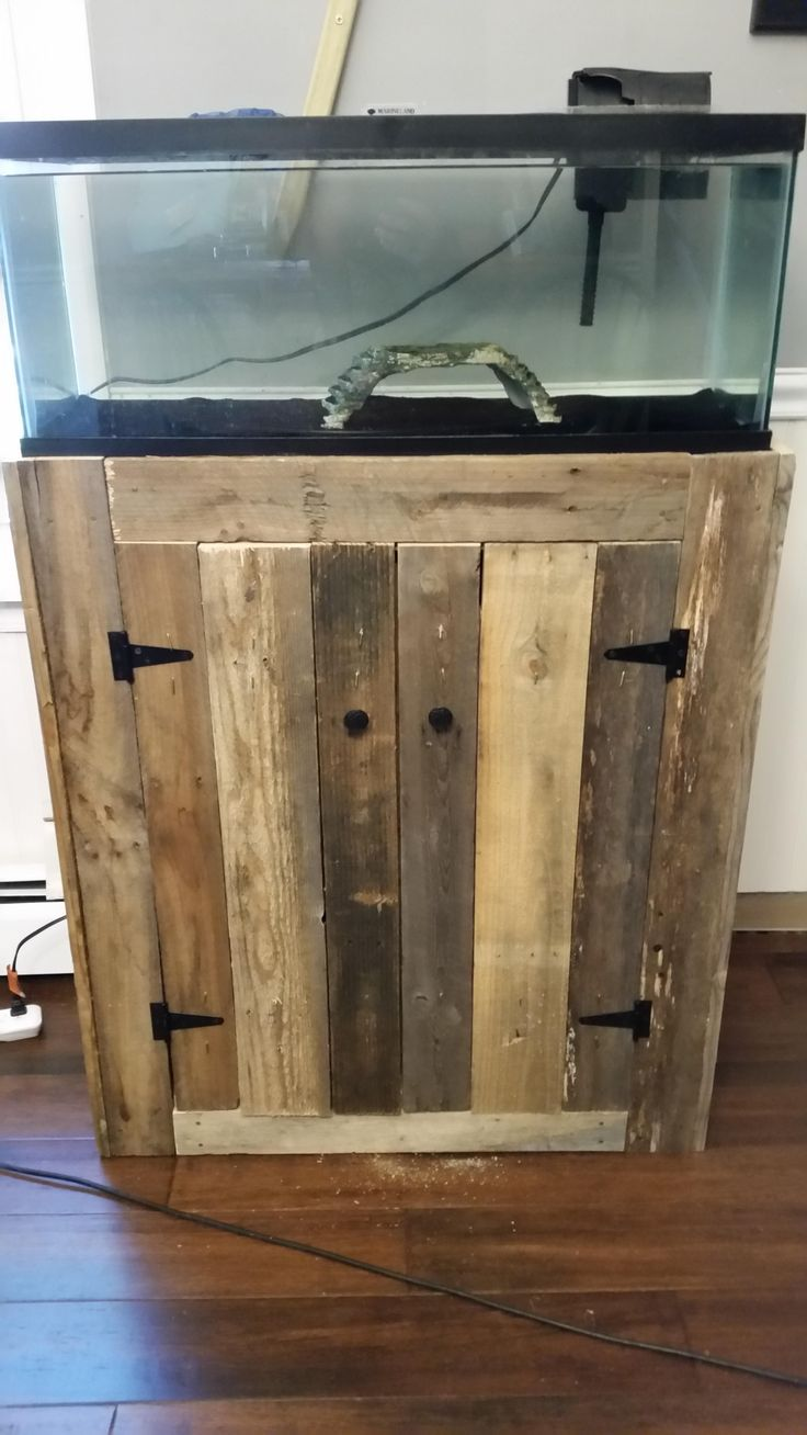 20 gallon fish tank stand made of pallets.