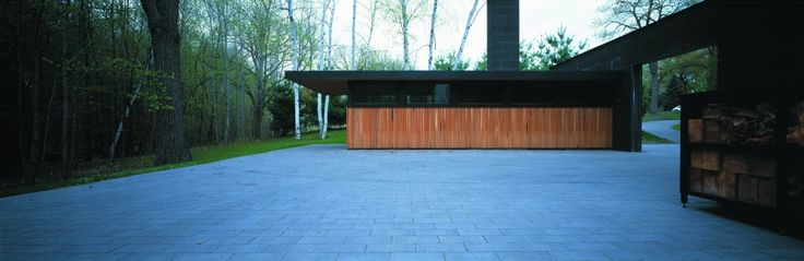 Solution of using materials between steel roof cladding and wooden wall