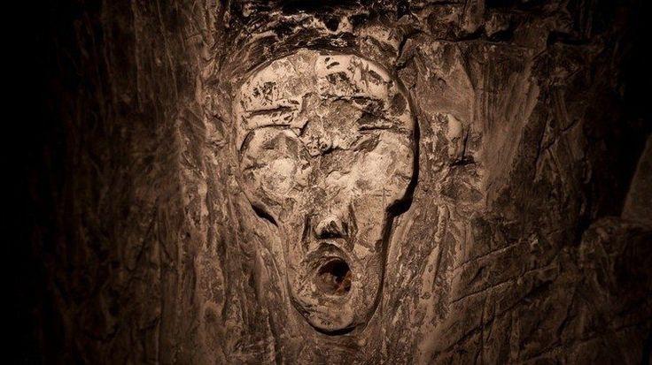 В нескольких российских регионах, глубоко под землей до сих пор сохранились уникальные меловые памятники древней архитектуры. Мигулинское подземелье