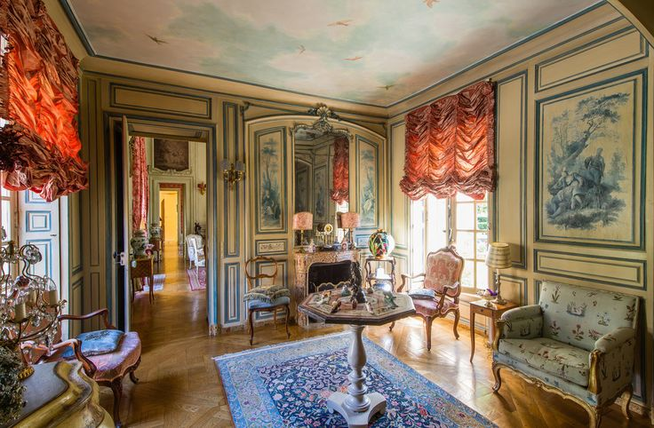 What sets this 18th century property apart are its direct links with Louis XV and the Marquise de Pompadour, the king's official mistress.