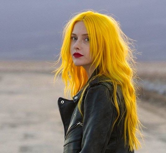 Bright yellow hair color for #longhair with soft curls
