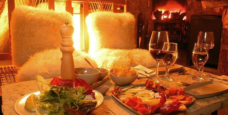 Как устроить романтический вечер дома? Хочется, чтобы еда была вкусной, изысканной, но при этом вы не потратили полдня на ее приготовление. Нужно же и себя подготовить к вечеру…