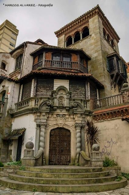 """Mar del Plata. Argentina. Construído por la familia Leloir, en su época de esplendor fue el espléndido hotel """"Chateaux Fontenac"""""""