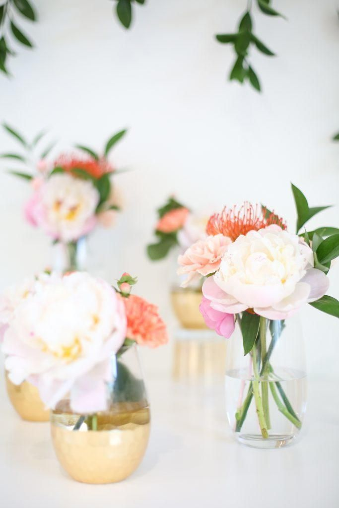 Let This Classically Simple Wedding Flower Arrangement Give You Inspiration For Your B Simple Wedding Flowers Wedding Table Flowers Wedding Flower Arrangements