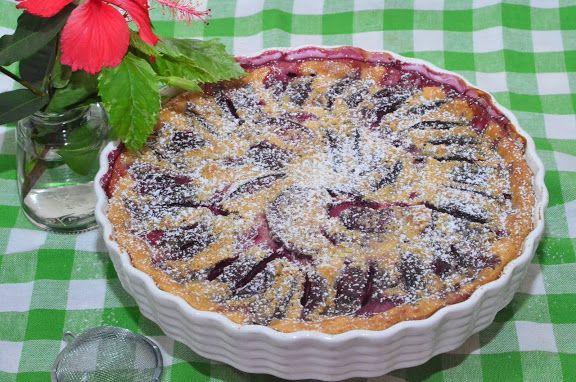 Клафути со сливами   Клафути — десерт, популярный во французской провинции Луара. Это то же самое, что и Киш (пирог с заварным кремом и начинкой).