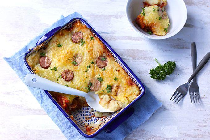 Op zoek naar een lekkere en simpele ovenschotel? Maak dan eens deze winterse ovenschotel met aardappelpuree en rookworst. Super lekker en heel erg simpel!