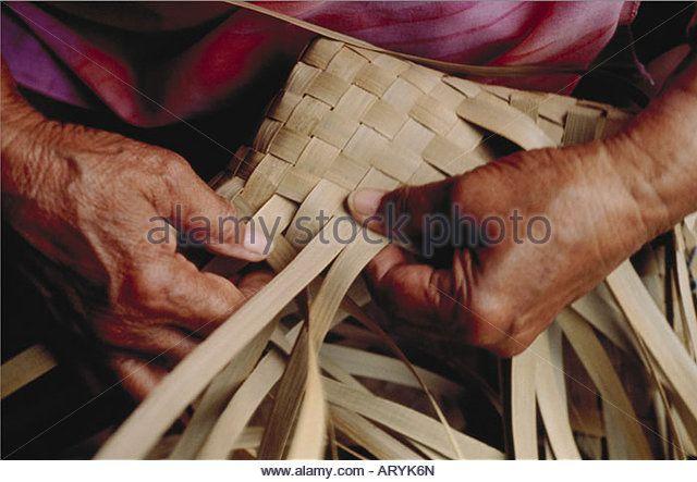 Weaving lauhala mat - Stock Image