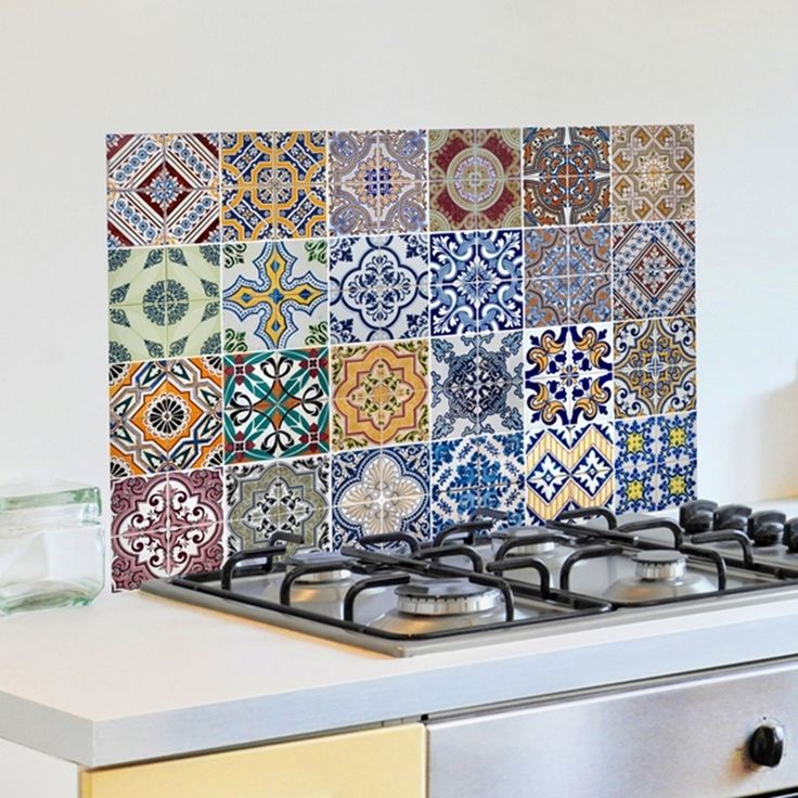 Decora il tuo piano cottura con i nostri kitchen panel, pannelli adesivi ignifugi e facili da rimuovere, prova gli azulejos!