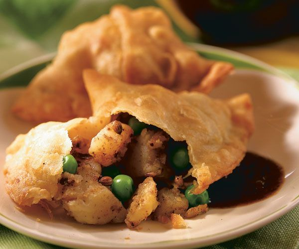 Spicy Potato Samosas (Aloo Samosas) Recipe: chock full of vegetables and spice, these yummy treats are under 200 calories!