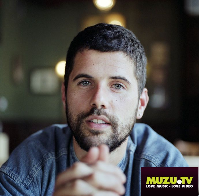Nick Mulvey crafts wonderfully mellow acoustic songs with brilliant melodies and softly-sung vibes, watch his newest video for 'Meet Me There' http://www.muzu.tv/nick-mulvey/meet-me-there-music-video/2206659/