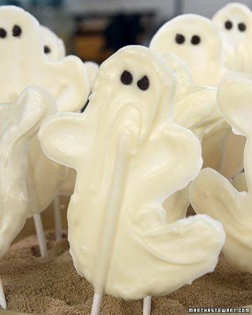 White Chocolate Ghosts Recipe: Chocolates, White Chocolate, Chocolate Ghosts, Halloween Food, Whitechocolate, Halloween Party