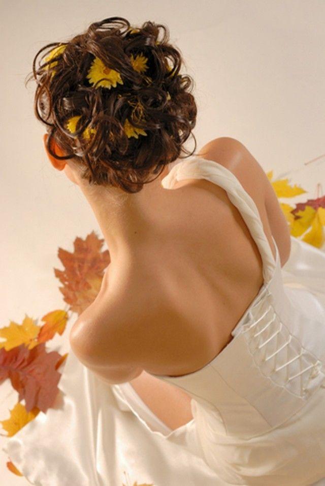 opgestoken-bruidskapsel-met-bloem-2