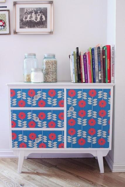Wallpaper decoration: LidenSkapelse -- I looooove this pattern!