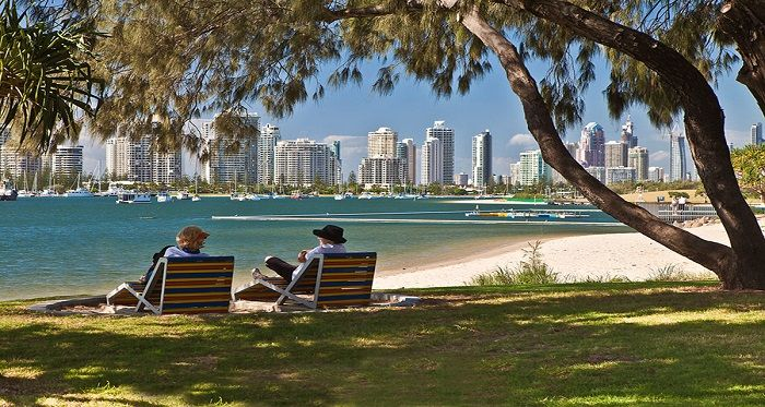 Situated a couple of kilometers from Surfers Paradise, Main Beach Gold Coast is home to the likes of the Sheraton Mirage, Sea World and Marina Mirage Gold Coast.
