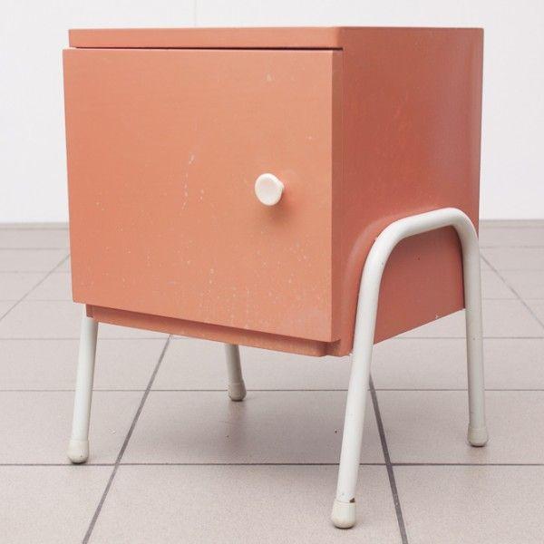 Winkel in Utrecht en webshop met vintage + retro meubels, kleding, woon-accessoires en meer. Gespecialiseerd in jaren '50 '60 '70 stijl.