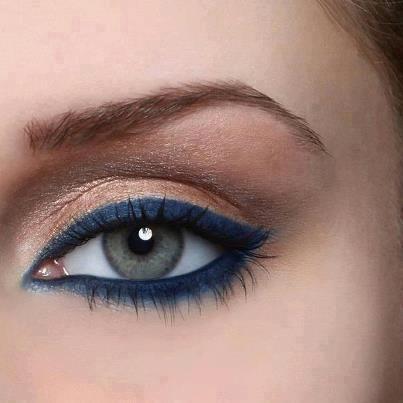 Pigmento Pêssego HD, Yes Cosmetics com delineador azul