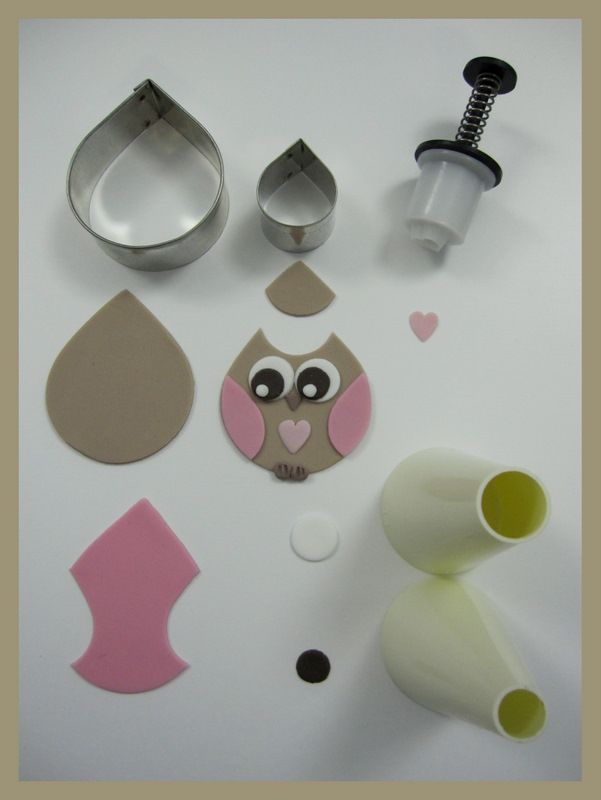 how to make owl cupcakes inspired by michelle. (i like this pattern for polymer clay) Using this pattern for fondant
