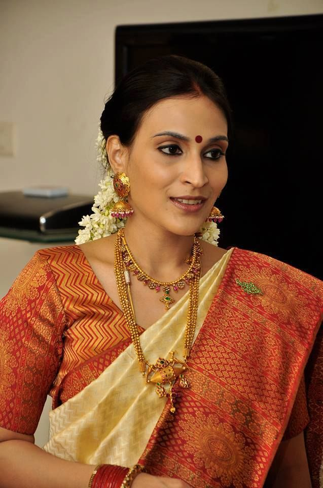 Aishwarya Dhanush cute still in saree