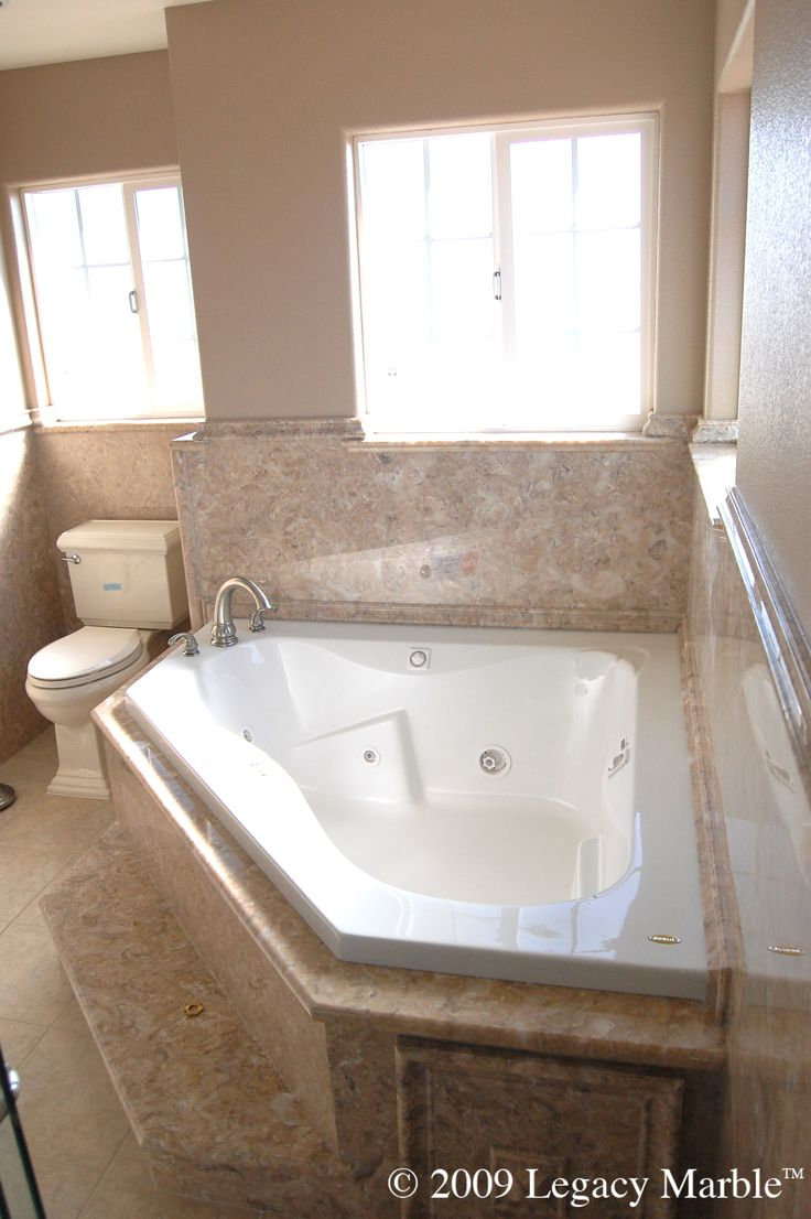 Corner jet tub and shower combination game bathtubs for Corner tub decorating ideas