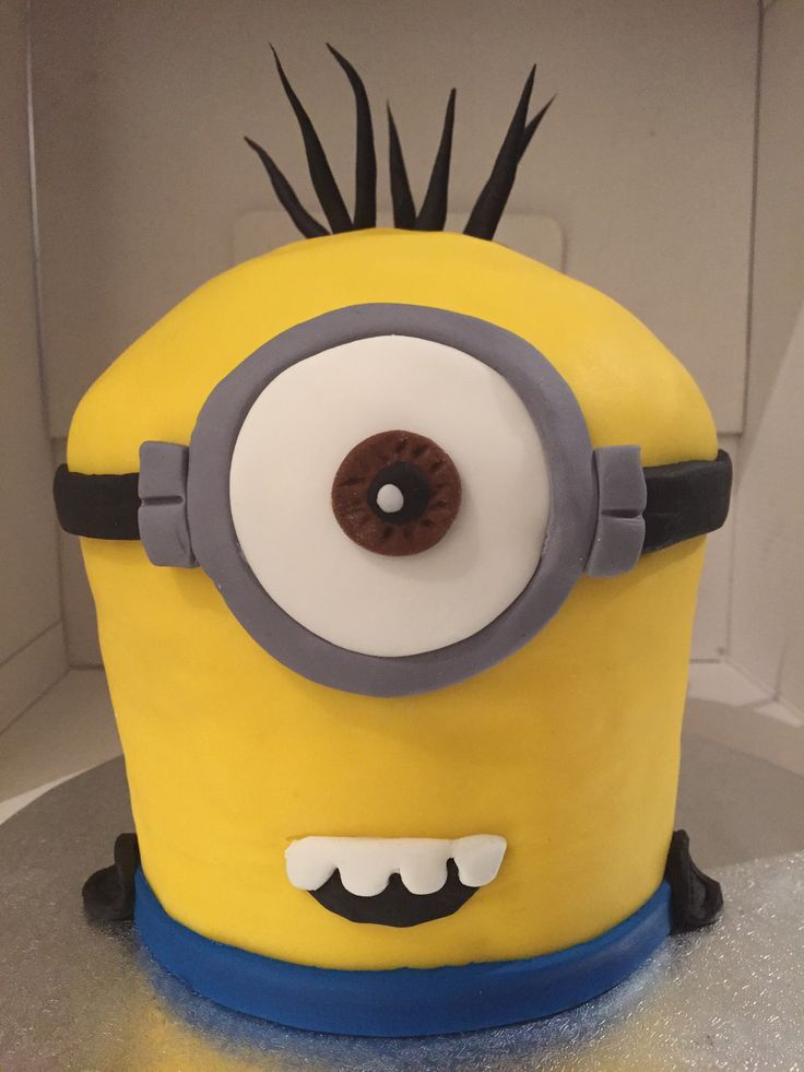Minion Cake by the fabulously talented Lisa at 'Give and Cake' in Sydney