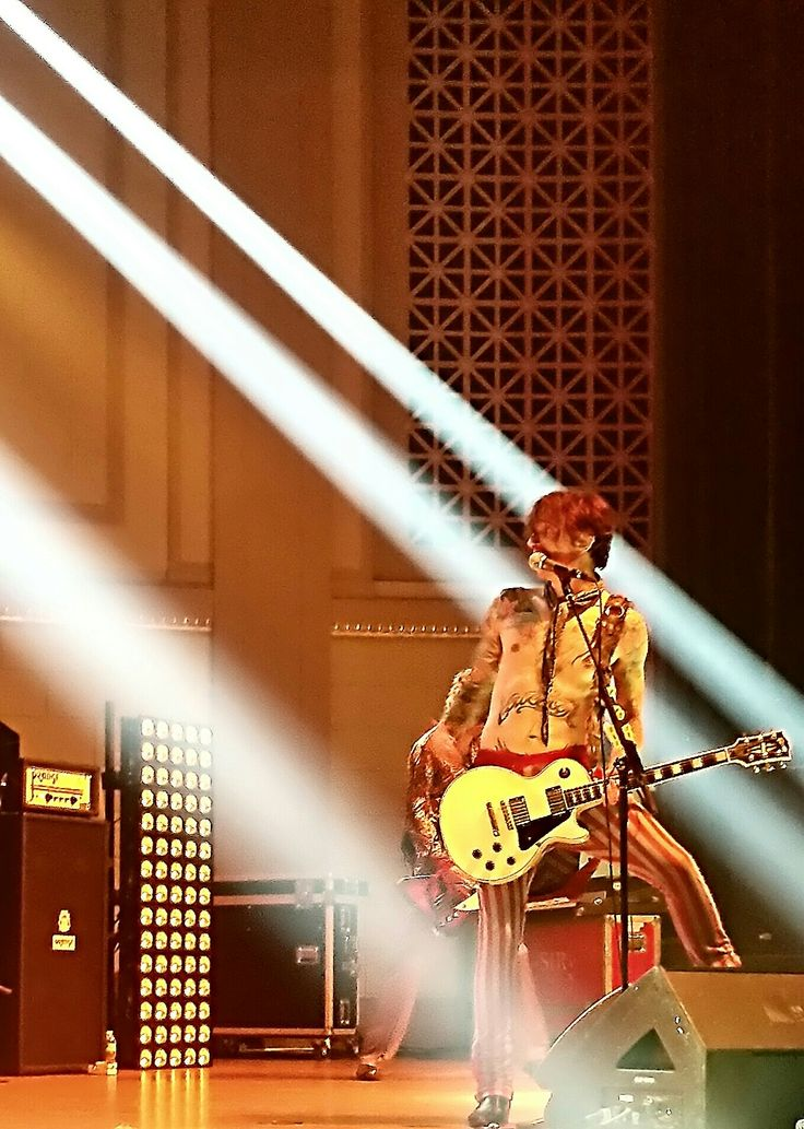My Favorite picture I took that night of Justin Hawkins- The Darkness