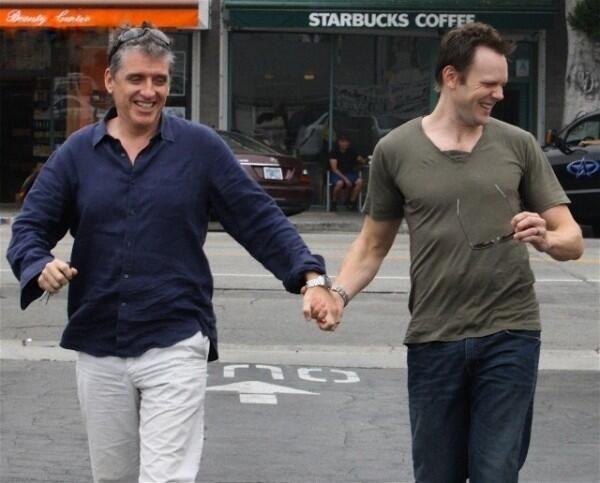 Gotta be one of the most awesome pictures, EVER!!! Craig and Joel McHale ;) LOVE IT!!!