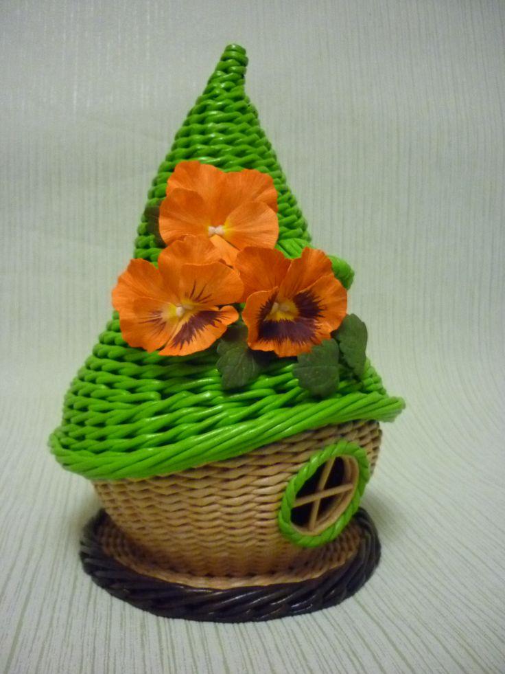 гномодом ,дом для конфет, чайный домик из газетных трубочек,бумагоплетение