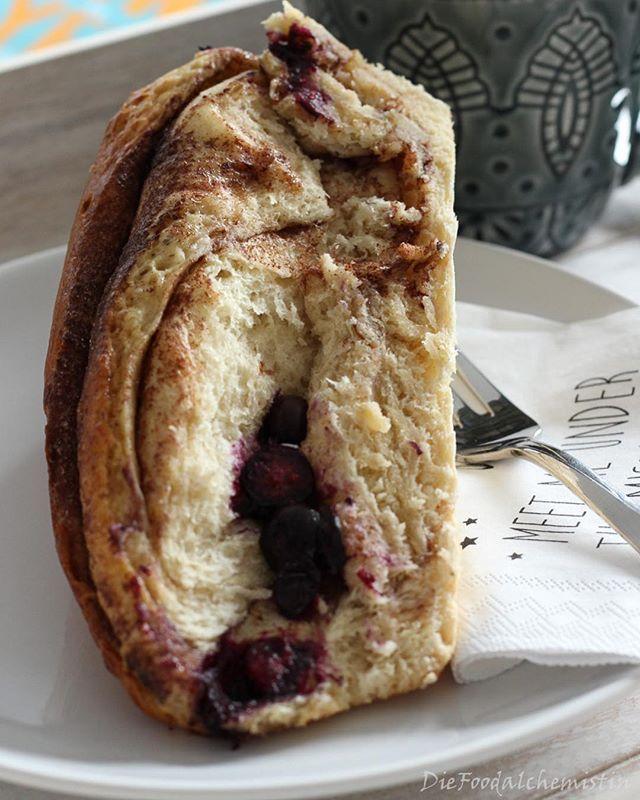 Sonntag Morgen... Frühstück im Bett... und das mit leckeren Zimt Heidelbeere Brioche ... das kann nur gut sein! a cozy sunday morning with breakfast in bed... a perfekt day will begin ... #breakfast#brioche#frühstück#frühstückimbett#foodblogger#foodblog#sunday#sonntag#rezept#recipe#zimt#food#foodie#yum#yummy#rheinneckarblogger#foodpic#foodporn#foodoftheday#iloveit#omg#foodphotography#foodstagram#instafood#insta#instagood#instamood#foodlove#foodlover#rezeptebuchcom