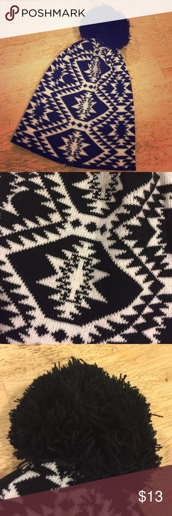 Black and white beanie Super cute and warm! Perfect for winter! I never wore it so it's in perfect condition! From rue 21! 💕 Rue 21 Accessories Hats