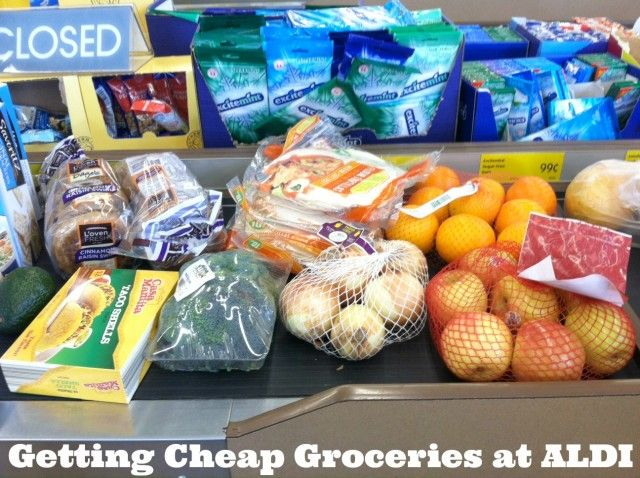 Getting cheap groceries at ALDI. Learn how to spend less than $30 a week on groceries by shopping on ALDI. Please repin!