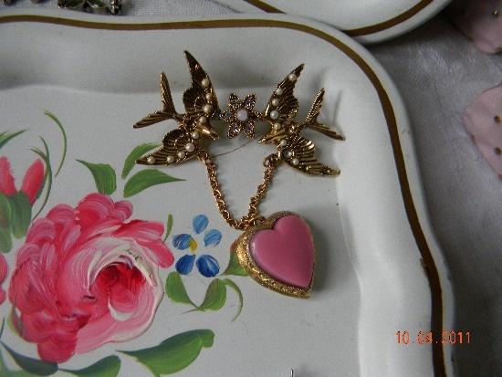 I love this victorian locket pin from French Bleu Vintage... talk about nostalgia.... Gorgeous!