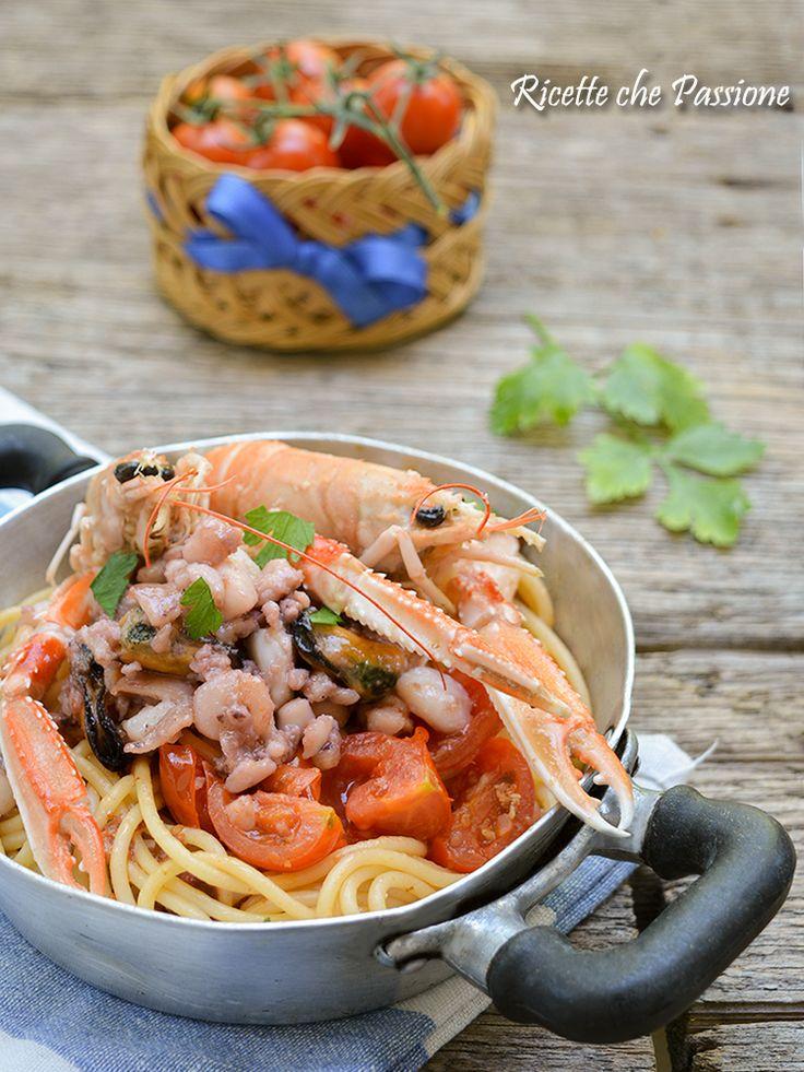 Spaghetti ai frutti di mare e scampi con pesce surgelato comunque un ottimo primo di pasta, scopri qui la ricetta con video ricetta
