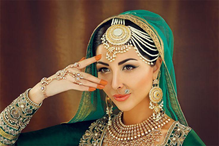 Featured in Asiana Wedding Magazine 2013  Iconic Bollywood Actress Theme: Meena Kumari #malikajafrin #malikajafrinmua #asianattire #smokeyeyes #nudelips #mac #kryolan #indianjewllery  #Bollywood #innayacouture #asianamagazine #sabeekaiman