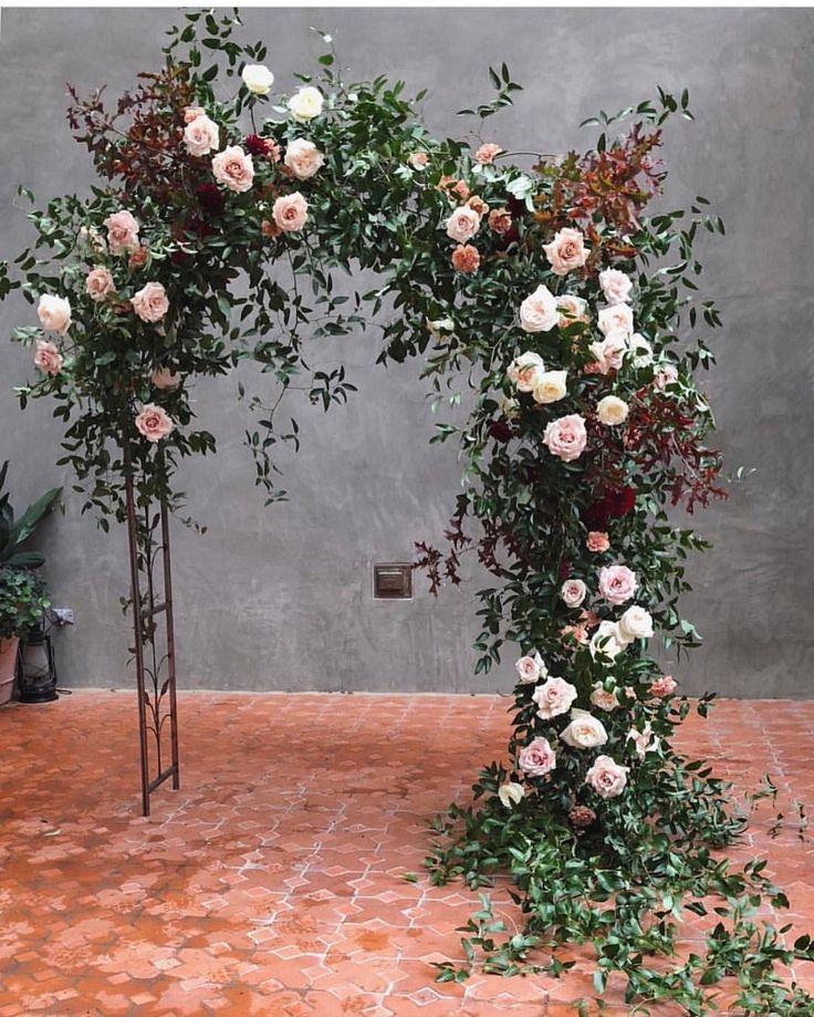 """287 """"Μου αρέσει!"""", 4 σχόλια - Persephone (@bridal_vogue) στο Instagram: """"Asymmetrical ceremony arch is just unique enough to be a stand out / @clementinetx"""""""