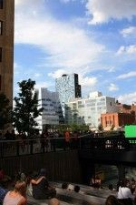 New York, Hight Line Park (Diller Scofidio + Renfro, 2009) e sullo sfondo Sede IAC (F. O. Gehry, 2007), Eleventh Avenue 100 (Jean Nouvel, 2007-2010)