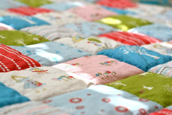 """Fantasy - days and hours to properly quilt.  Reality - this adorable """"cheater"""" quilt in a fraction of the time.  Yes, please!: Quilts Patterns, Prudent Baby, Baby Quilts, Sewing Quilts, Diy Blankets, Quick Quilts, Cheater Quilts, Quilts Projects, Quilts Tutorials"""