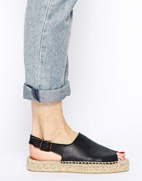 Sandalias planas de esparto y cuero negro Jasmine de Bertie