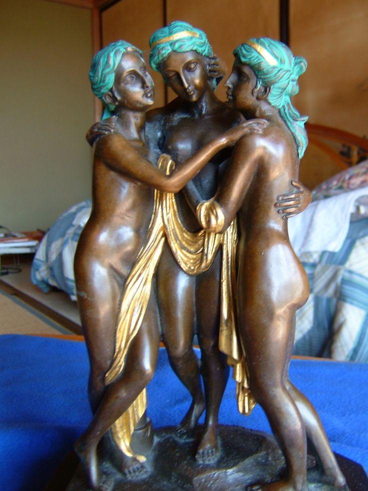 3beautiful women, museum-mori in stonewall field in m Mori.