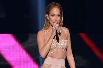 J. Lo Performed An Emotional Tribute To Selena At The Billboard Latin Music Awards