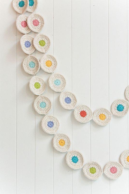 Guirnalda de círculos de ganchillo - Crochet circle Garland