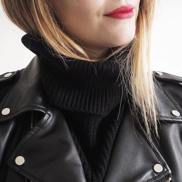 Blouson cuir noir avec pull col roulé