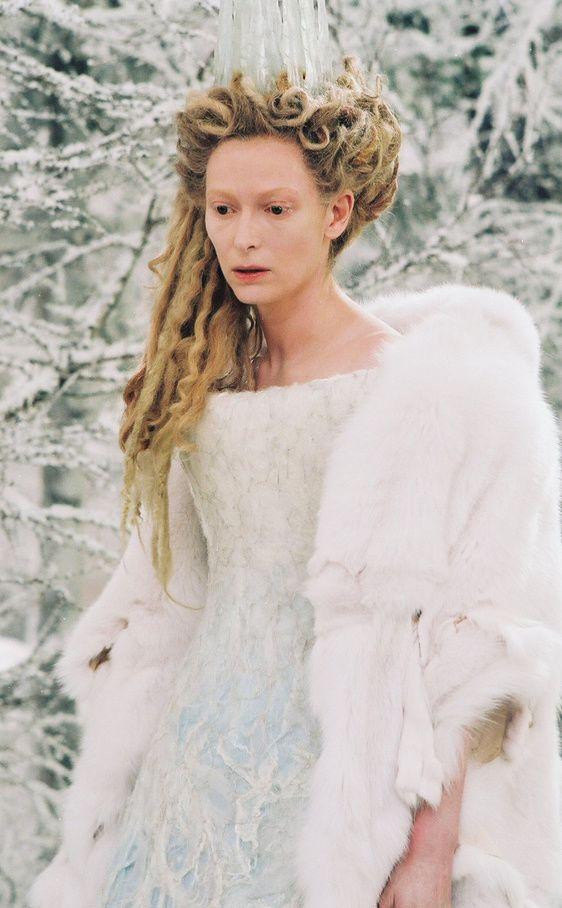 Tilda Swinton en Las crónicas de Narnia (2005), como la Bruja Blanca. El vestido podría haber sido de la colección de Alexander McQueen.