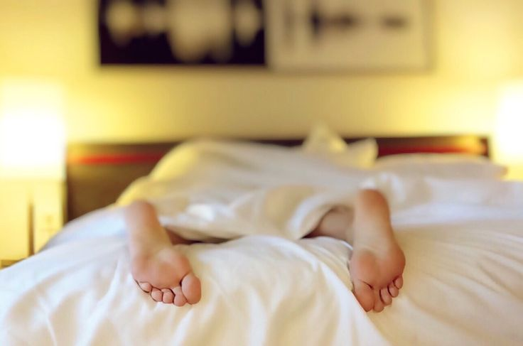 A studyshowed that our female intuitionis true: We DO need more sleep! In fact, we need more then men.