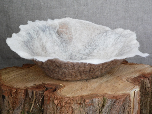1000 images about felt bowls vessels cat caves on pinterest - Bed met schaal ...